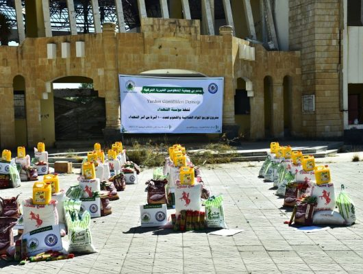 بدعم من جمعية المتطوعين الخيرية التركية : تدشِن مؤسسة الشهداء مشروع توزيع المواد الغذائية واللحوم لعدد 100 أسرة من أسر الشهداء