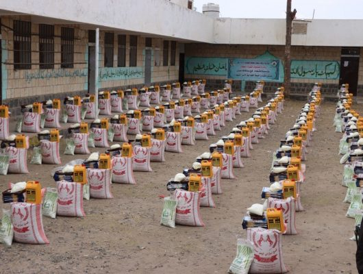مؤسسة الشهداء تدشن توزيع السلال الغذائية لأسر الشهداء بعيال سريح