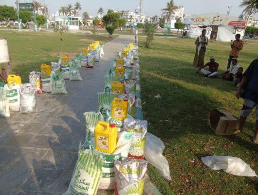 فرع مؤسسة الشهداء يدشن صرف السلة الغذائية الرمضانية في المحويت